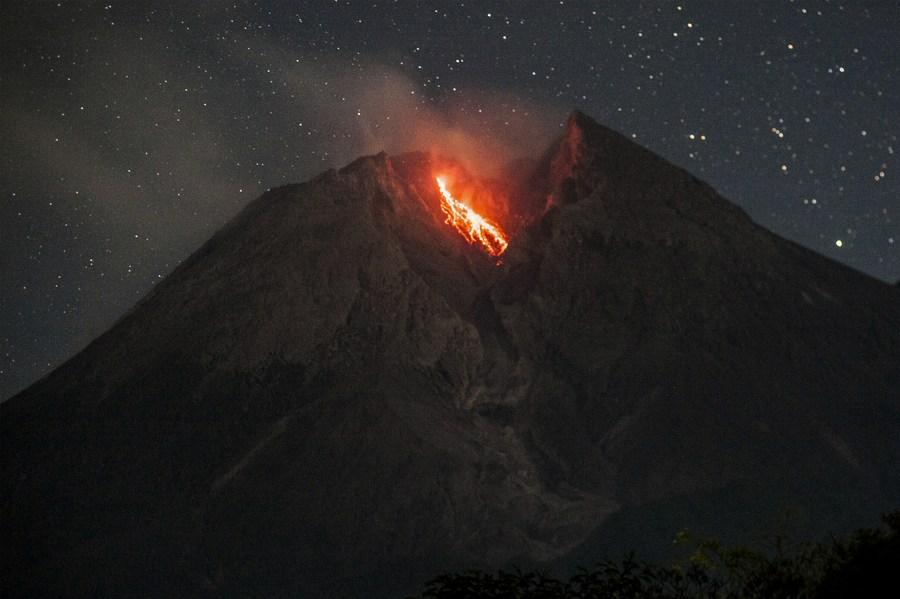 Asia Album: Volcanic materials spew from Mount Merapi in Indonesia - Xinhua | English.news.cn