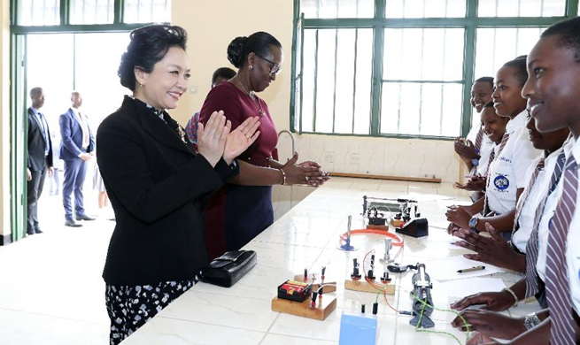 Chinese first lady visits girls' school in Rwanda