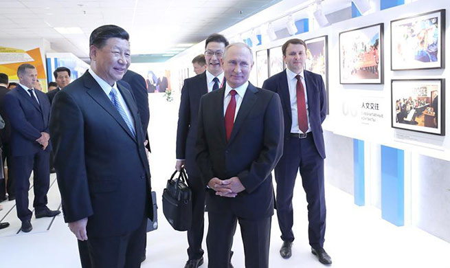 Xi, Putin visit photo exhibition of China-Russia trade and economic cooperation in Vladivostok