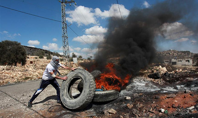 Palestinian protesters clash with Israeli soldiers in West Bank city of Nablus