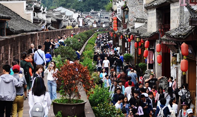 Tourists enjoy vacation during week-long National Day holiday