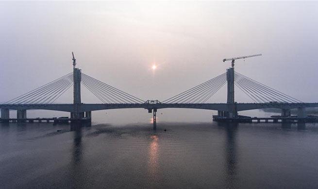 Closure of Hanjiang Bridge main section finished in China's Hubei