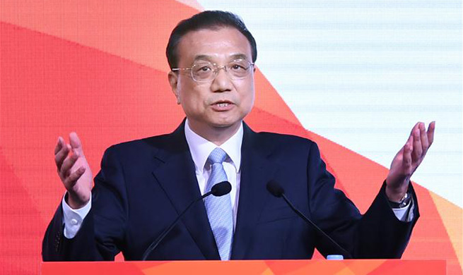 Chinese premier calls for stepping up China-Singapore economic cooperation