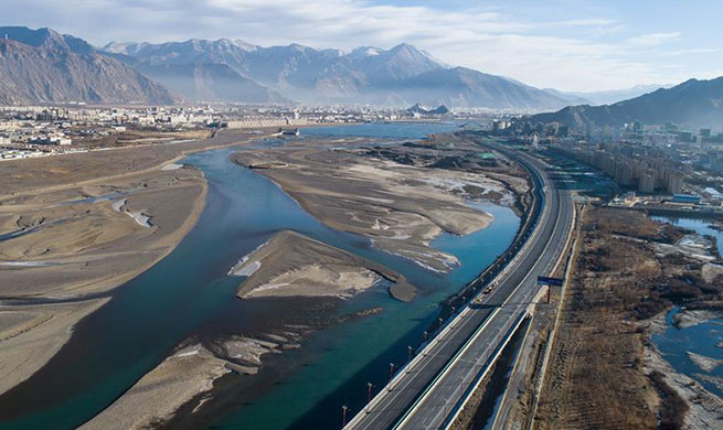 Tibet's infrastructure improved as comprehensive transportation network formd