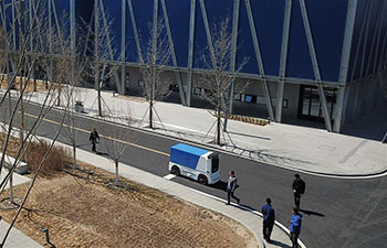 Unmanned express delivery vehicle put into service at Xiongan citizen service center