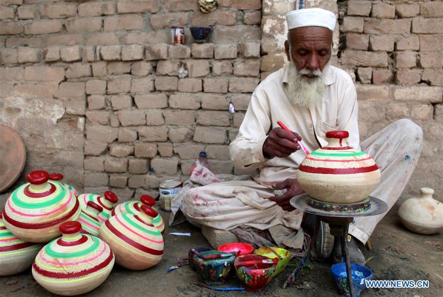 Daily life of Pakistani potters in Peshawar - Xinhua