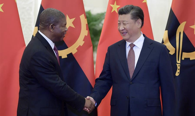 Xi meets Angolan president