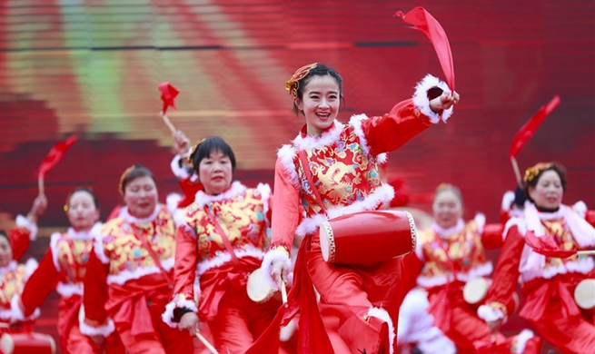 People celebrate Lantern Festival across China