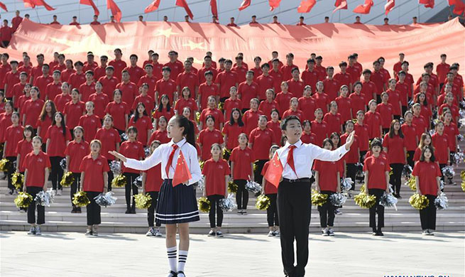 Patriotic theme flash mob held in Langfang, N China's Hebei