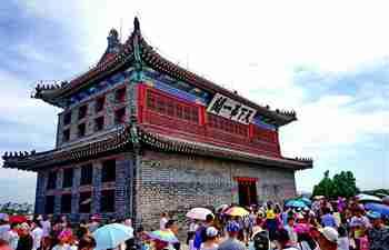 Tourists visit Shanhaiguan Pass in north China's Hebei