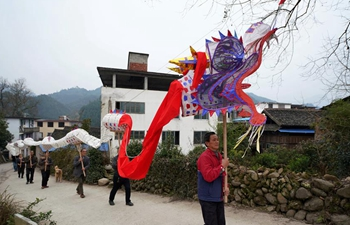 People busy making traditional dragon lanterns in Guangxi