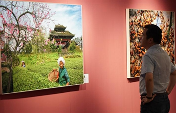 Photo exhibition themed poverty alleviation held in Beijing