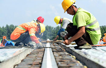In pics: expressway builders in hot weather