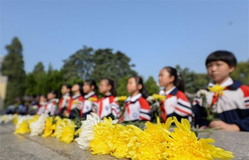 Pupils visit revolutionary martyrs' cemetery ahead of Martyrs' Day in Hebei
