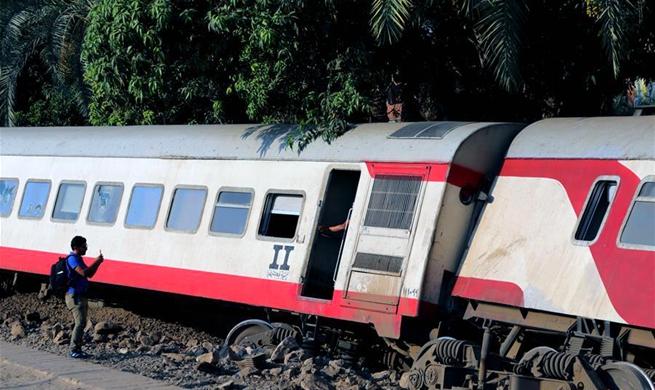 55 injured as train derails near Giza, Egypt