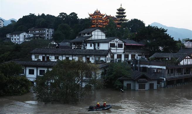 Heavy rain triggers flood, disrupts traffic in China