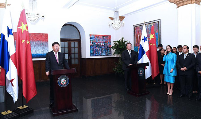 Xi calls for more business cooperation with Panama