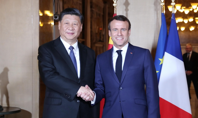 Xi meets Macron on maintaining sound China-France ties
