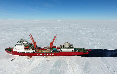China's icebreaker carries out unloading operations in Antarctica
