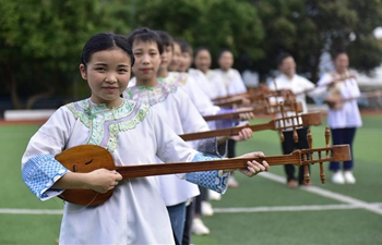 Various activities of ethnic groups launched in SW China's school