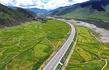 Scenery along highway linking Lhasa, Nyingchi