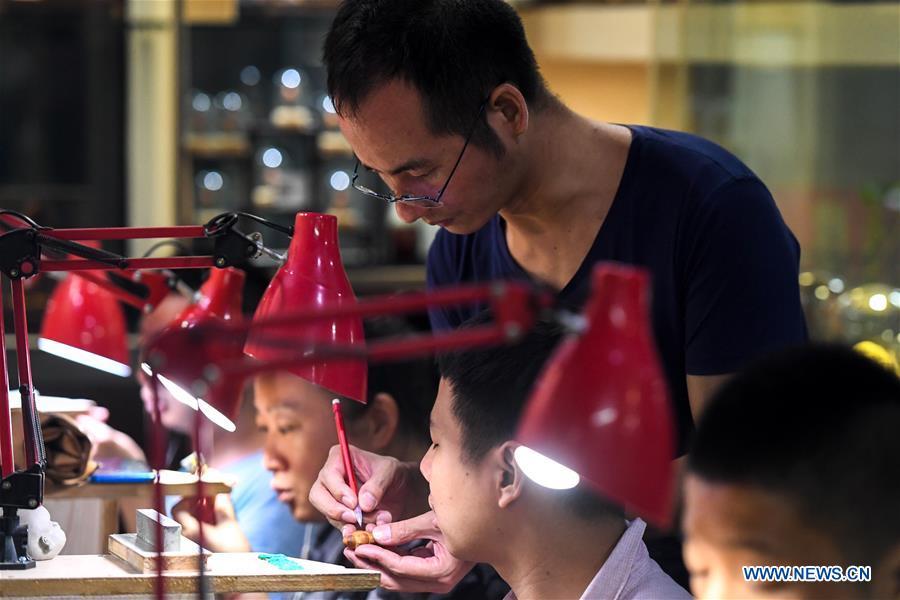 CHINA-HUNAN-CHANGSHA-FRUIT PIT-CARVING(CN)