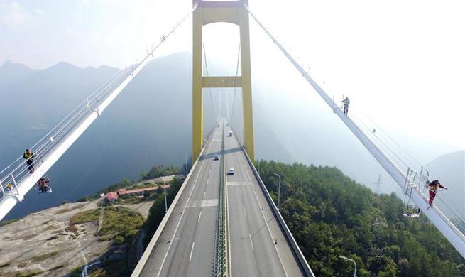 Maintenance work 650 meters above valley in China's Hubei