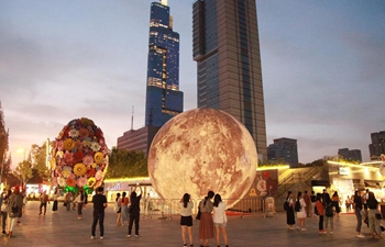 "Enjoy ""moon"" on streets of Chinese cities"