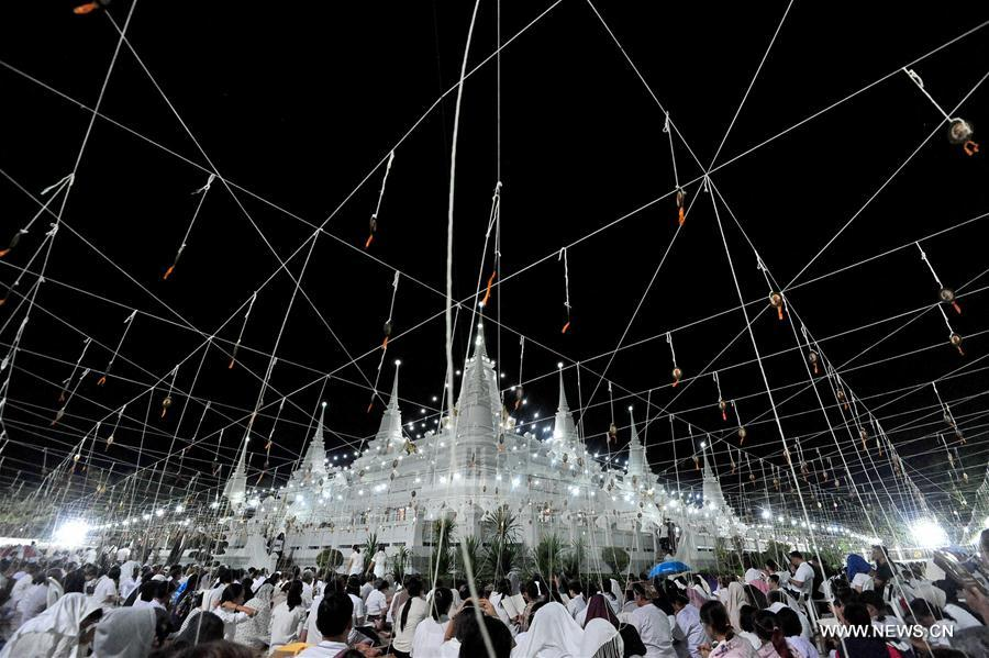 People attend prayer event on New Year\'s Eve in central Thailand ...