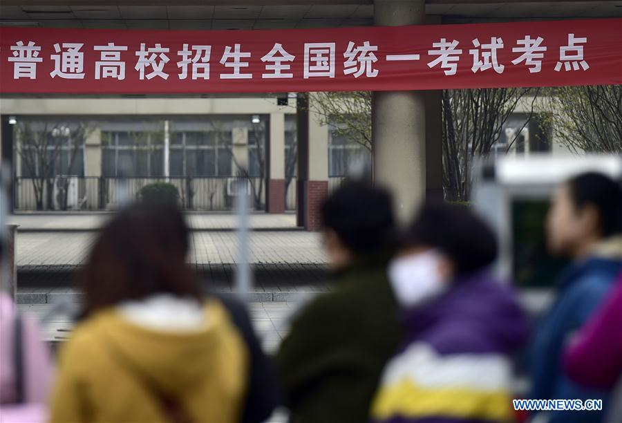 Parents wait outside the Tianjin No. 1 Middle School in Tianjin, north China, March 17, 2017. Students took part in the first test for English as part of China's National College Entrance Examination in Tianjin on Friday. As from 2017, two oral and written tests will be held for English during the National College Entrance Examination in Tianjin, and the better scores will be chosen as the final results. (Xinhua/Yue Yuewei)