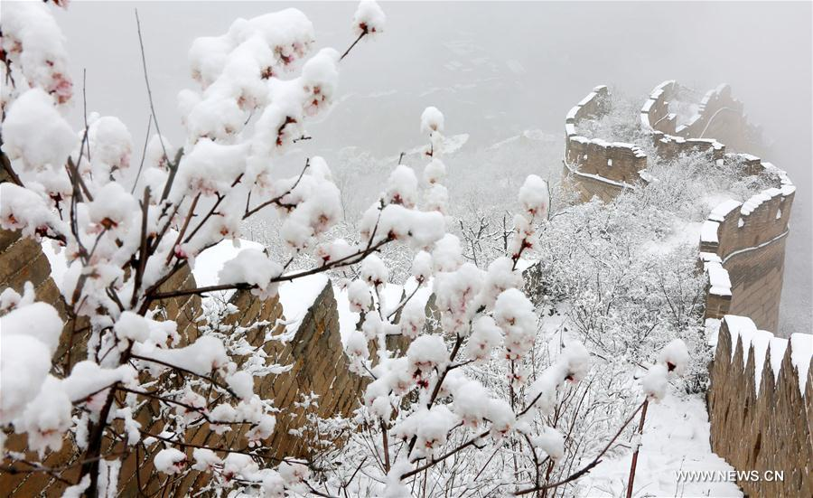 Photo taken on March 24, 2017 shows the snow scenery of Huanghuacheng Lakeside Great Wall Reserve in the suburban district of Huairou in Beijing, capital of China. A snowfall hit the district on Friday. (Xinhua/Bu Xiangdong)