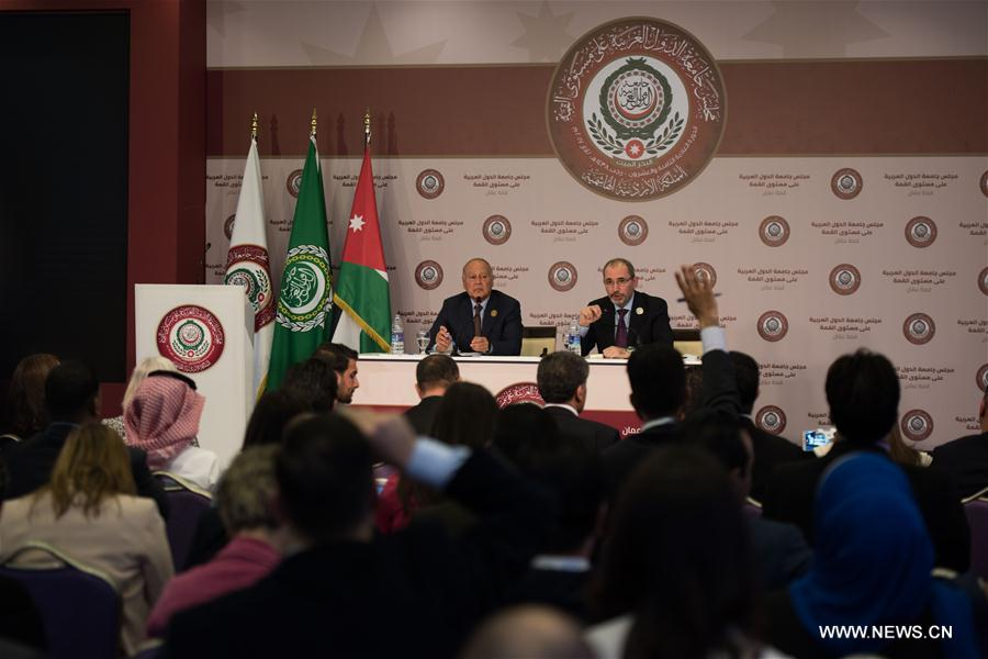 Arab League Secretary-General Ahmed Aboul-Gheit (L Rear) and Jordan's Foreign Minister Ayman Safadi (R Rear) attend a press conference after the 28th Summit of Arab League at the Dead Sea in Jordan March 29, 2017. (Xinhua/Meng Tao)