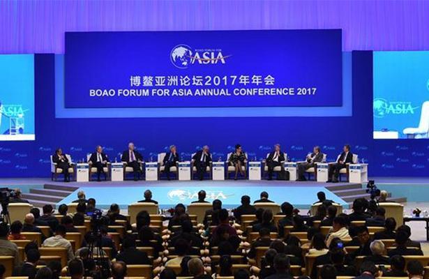 China Headlines: China champions economic globalization, braves challenges
