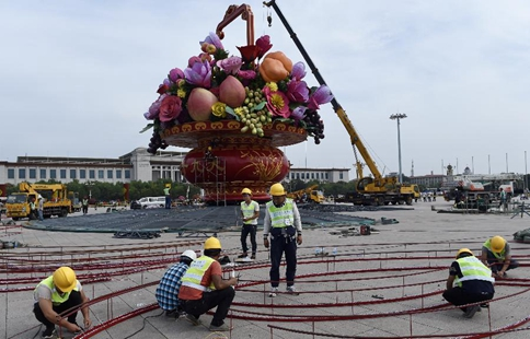 Workers set up large flower terrace on Tian'anmen Square in Beijing