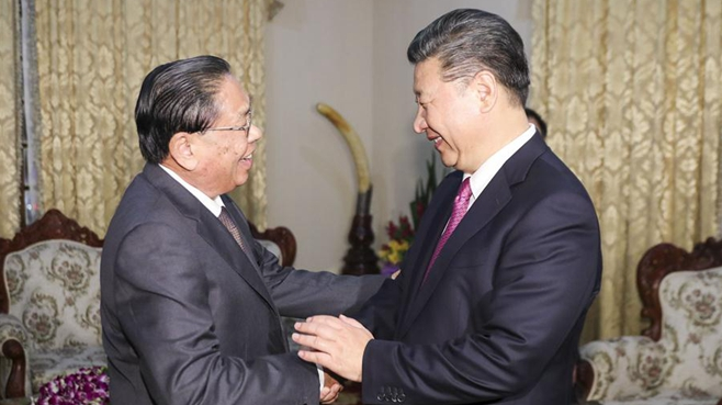 Chinese president meets former president of Laos