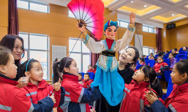 Students learn to perform puppet show in N China
