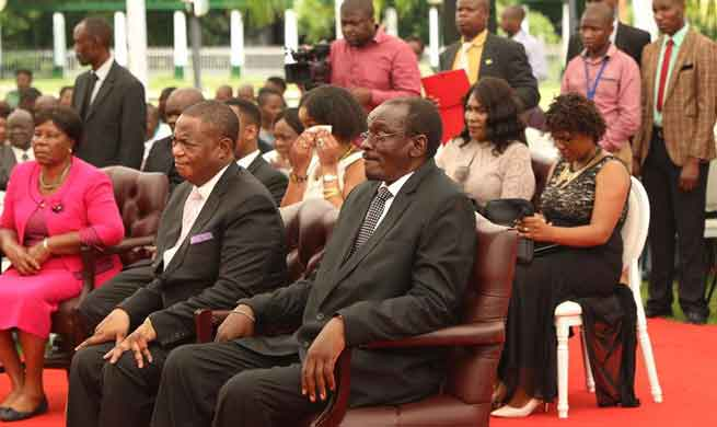Zimbabwe vice presidents sworn in