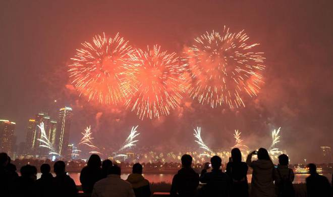 Fireworks show held to celebrate New Year in China's Hunan