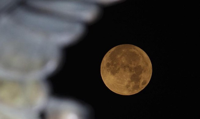 """Supermoon"" seen across China"