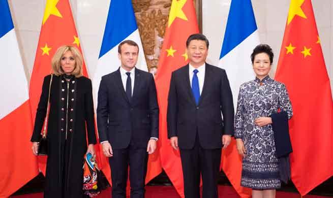 Xi meets with Macron