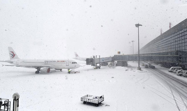 Heavy snow wreaks havoc in east, central China