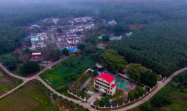 Husbandry, plantation help alleviate poverty in China's Hainan