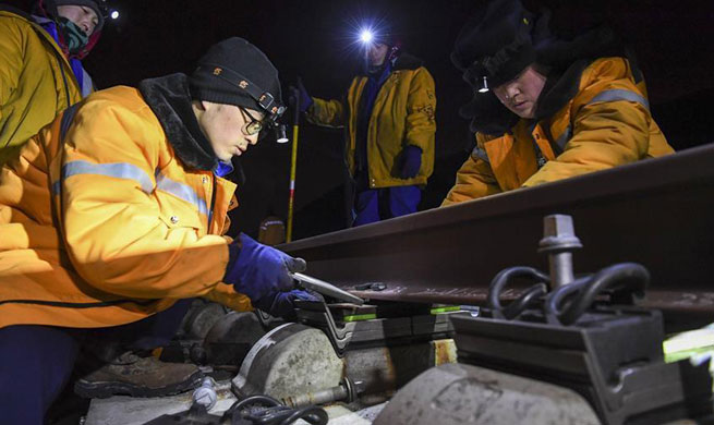 Engineers examine rail every night to ensure safety in Urumqi, NW China