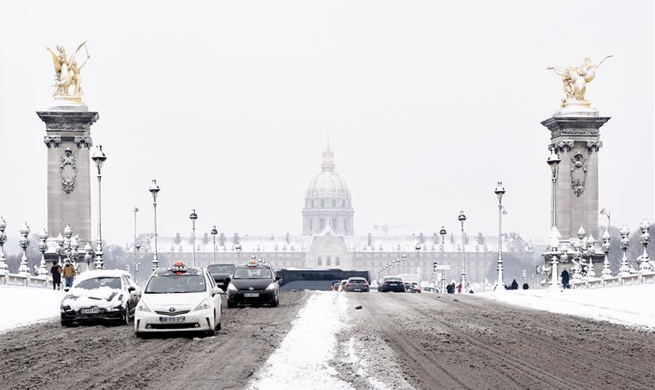 Heavy snowfall hits Paris region