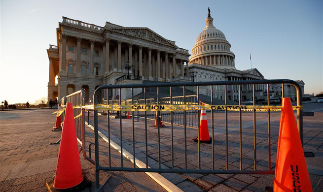 U.S. gov't shuts down at midnight after Senate recess