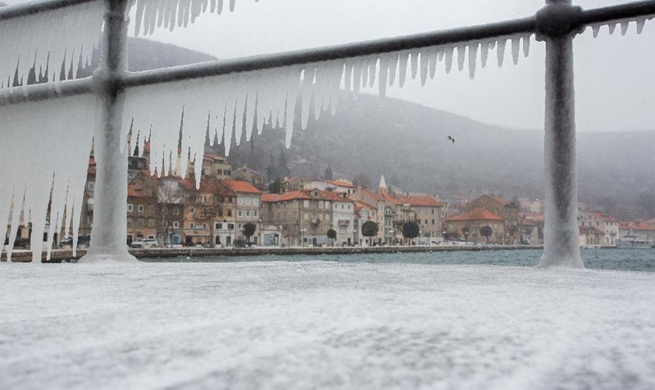 Cold front brings snow, temperatures drop in many parts of Croatia
