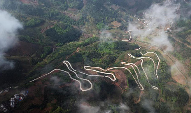 Highway network changes people's life in south China's Guangxi