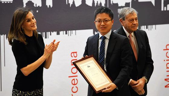 Chinese business leaders receive prestigious award in Madrid