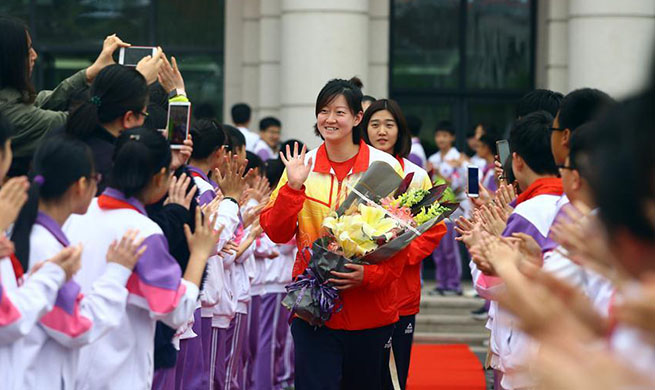 Tianjin women's volleyball team interacts with middle school students