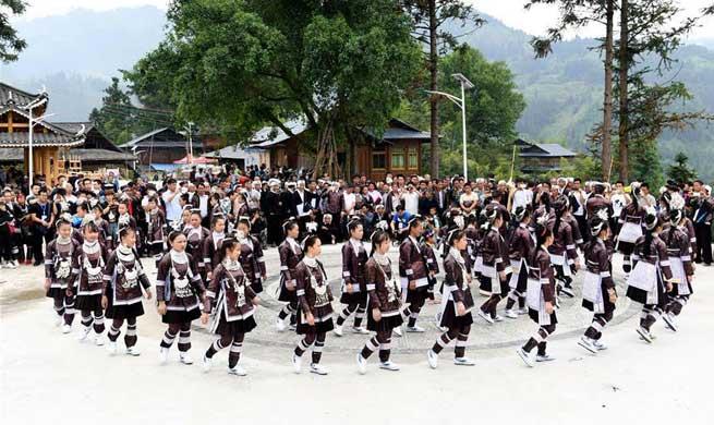 People enjoy Labor Day holiday across China